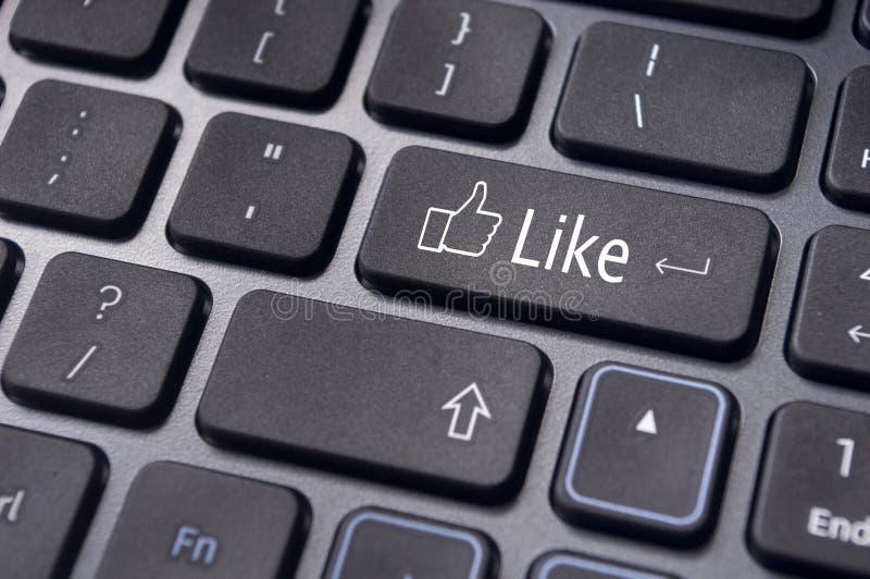 象在键盘按钮的消息,社会媒介概念 库存图片
