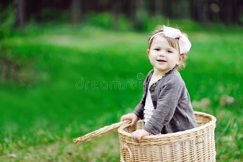 画象微笑的小女孩-接近  免版税库存图片
