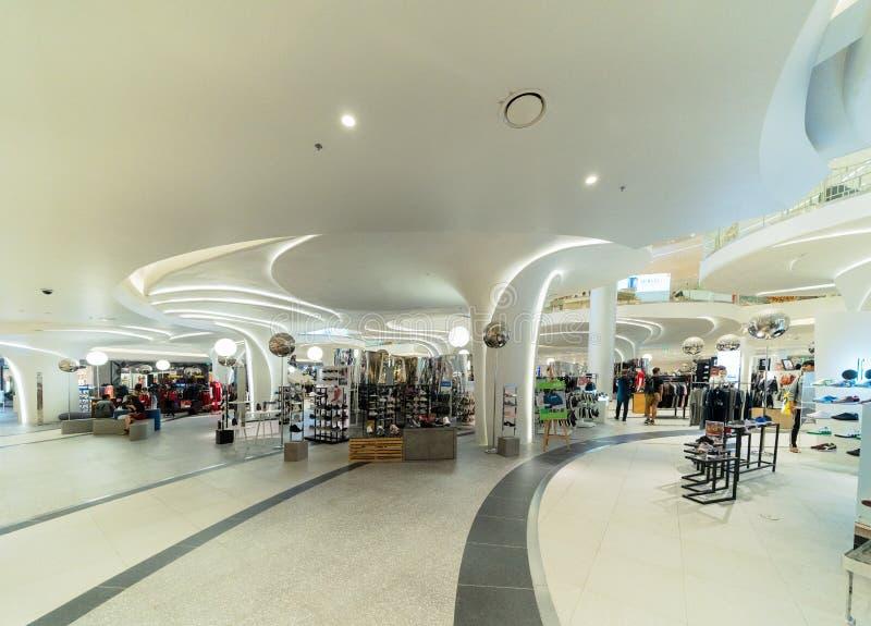 象泰国,现代大厦的广场购物中心在概念性建筑学结构,室内设计装饰 免版税库存图片
