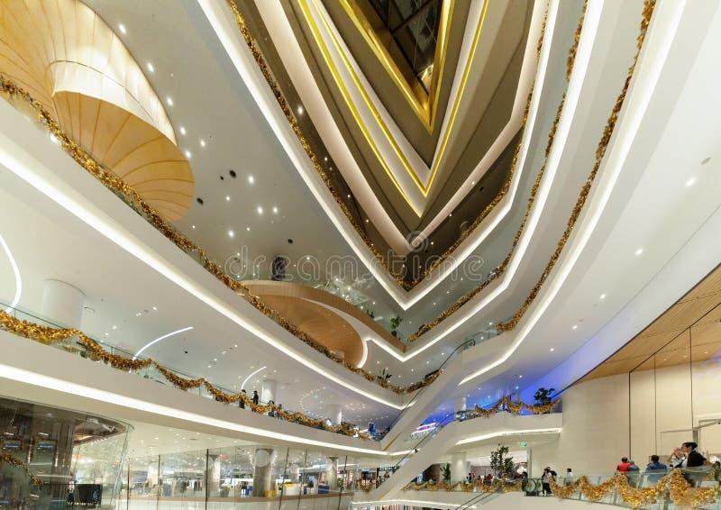 象泰国,现代大厦的广场购物中心在概念性建筑学结构,室内设计装饰 免版税图库摄影