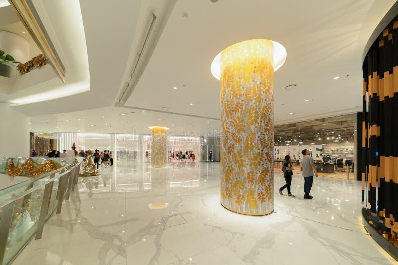象泰国,现代大厦的广场购物中心在概念性建筑学结构,室内设计装饰 免版税库存照片