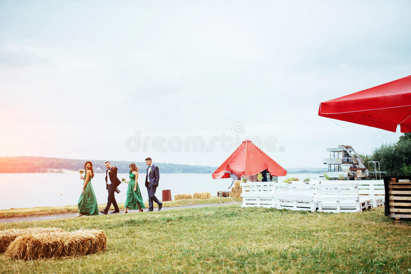 画象美丽的年轻司机和女傧相 婚姻 图库摄影