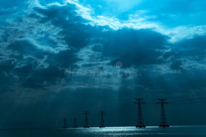 象风暴的Bule天空 免版税图库摄影
