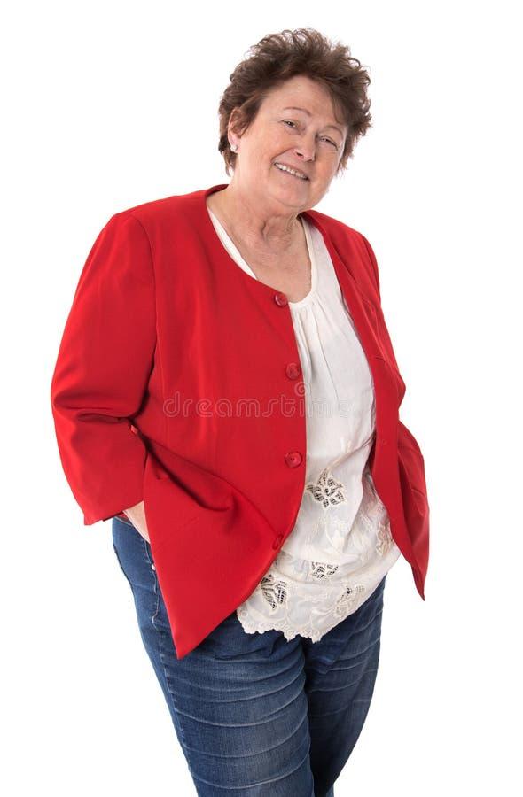 画象:在白色隔绝的退休的愉快的老妇人佩带a 免版税库存照片