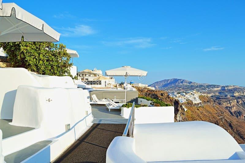 豪华假日别墅全景大阳台圣托里尼海岛希腊 免版税图库摄影