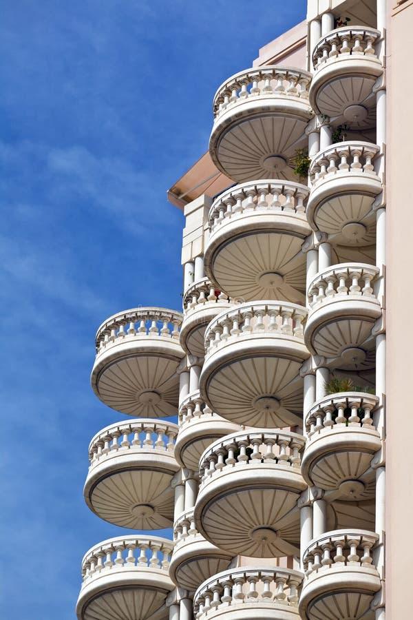 豪华公寓楼圆的阳台  免版税库存图片