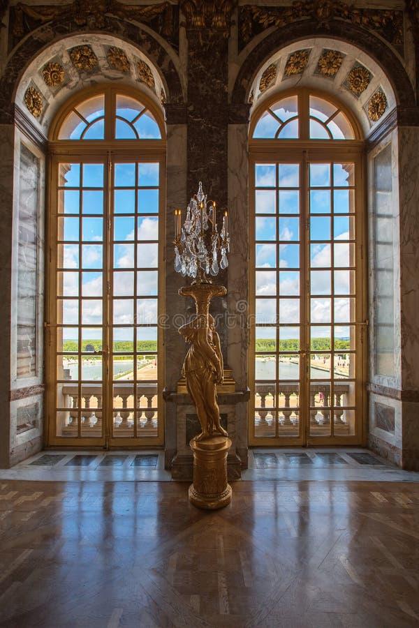 豪华宫殿玻璃窗在凡尔赛宫殿,法国 免版税库存照片