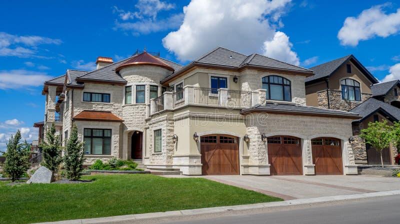 豪华房子在卡尔加里,加拿大 库存图片