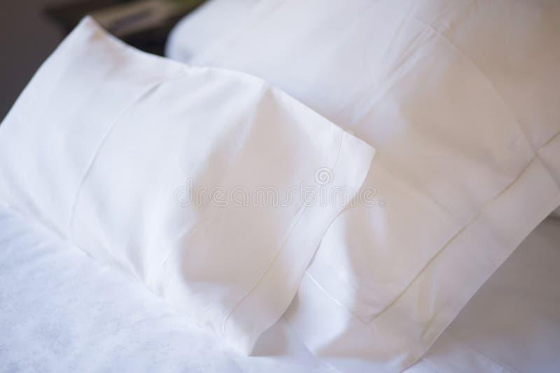 豪华旅馆卧室床 库存图片