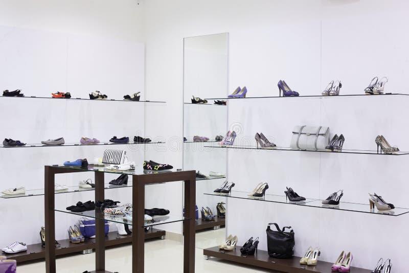 豪华欧洲鞋店 免版税库存照片