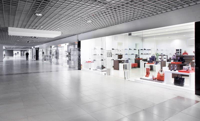 豪华欧洲鞋店 免版税图库摄影