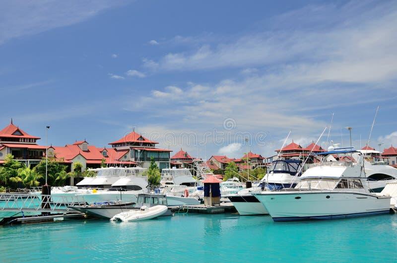 豪华游艇在伊甸园海岛小游艇船坞  免版税库存照片