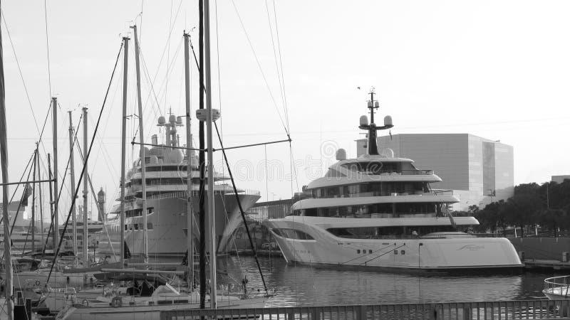 豪华游艇在巴塞罗那 免版税库存照片