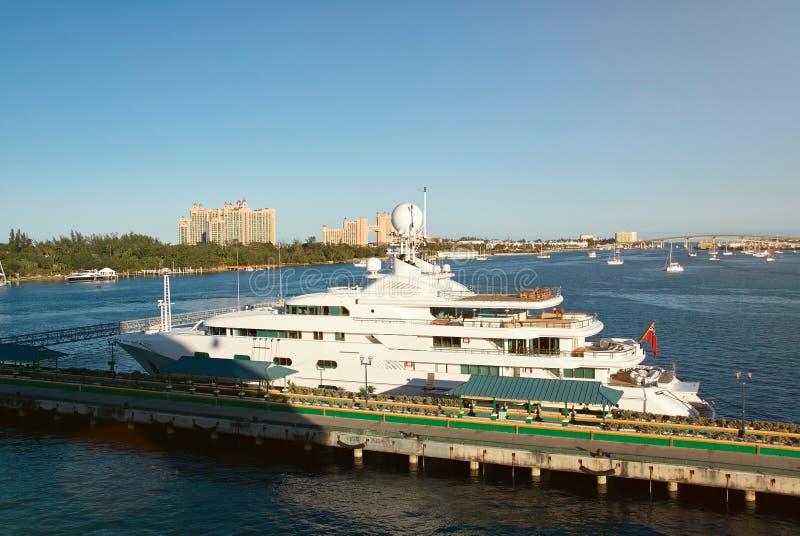 豪华游艇在巴哈马海岛 免版税库存图片