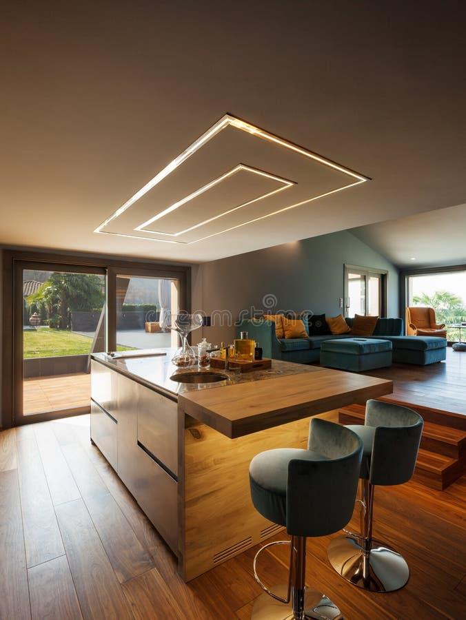 豪华现代别墅的内部,厨房 免版税库存照片