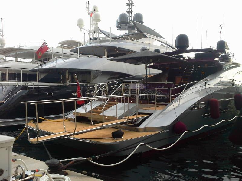 豪华生活方式设计的游艇 豪华,富有的生活方式 刺激,蒙特卡洛,摩纳哥的概念 免版税库存照片