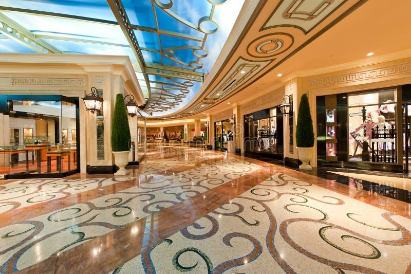 豪华购物中心现代购物 库存照片