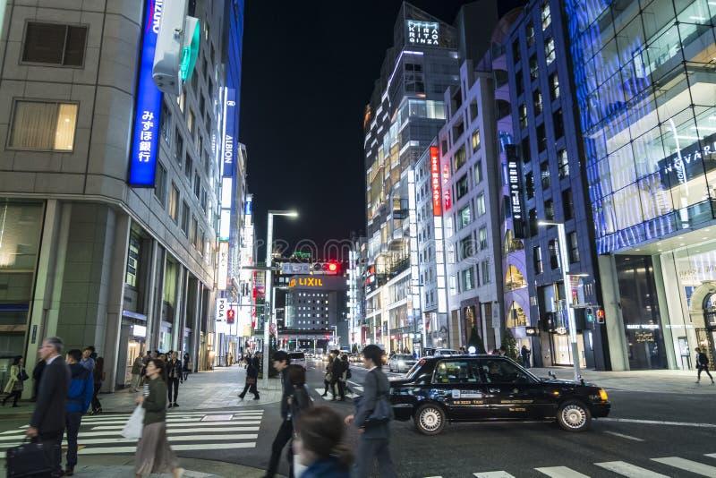 豪华购物街道Chuo Dori夜间 库存图片