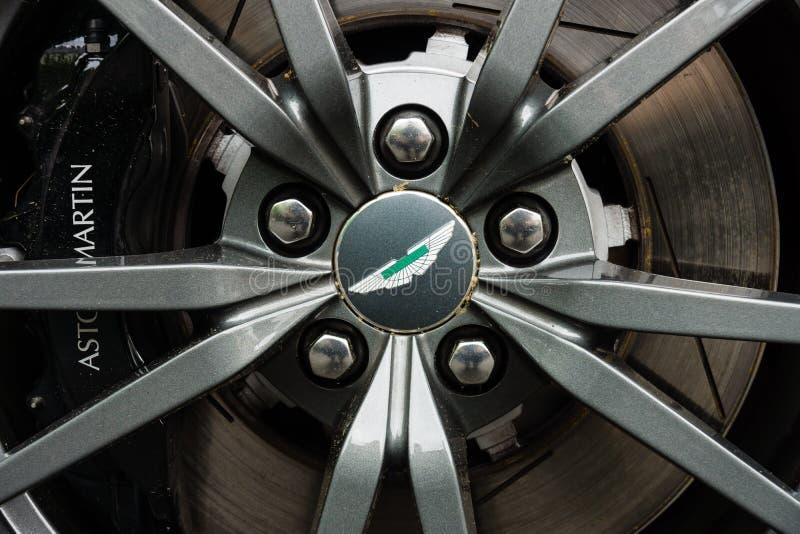 豪华跑车阿斯顿・马丁V-8有利N430的前闸(自2015以来) 图库摄影