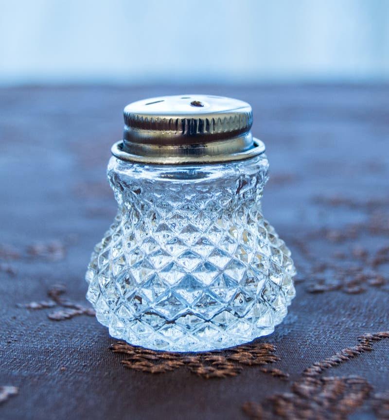 豪华透明盐瓶 免版税库存图片