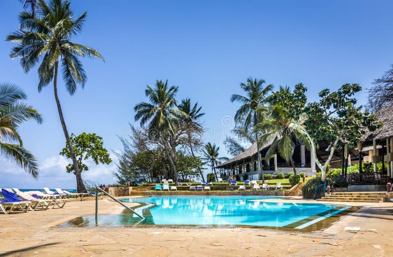 豪华非洲手段的游泳场 免版税库存照片