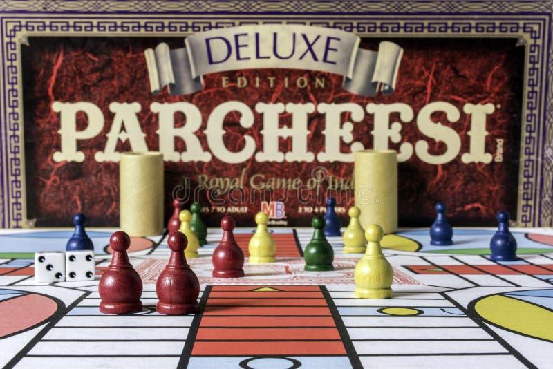豪华Parcheesi比赛和委员会 免版税库存照片
