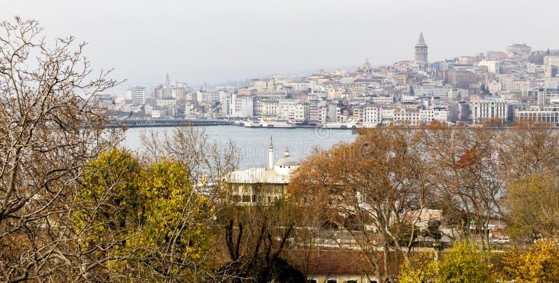 贝伊奥卢区和加拉塔塔中世纪地标看法在伊斯坦布尔,土耳其 库存照片