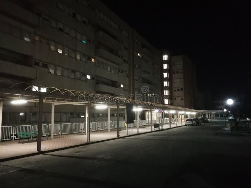 贝内文托-民用医院的圣Pio亭子在晚上 库存照片
