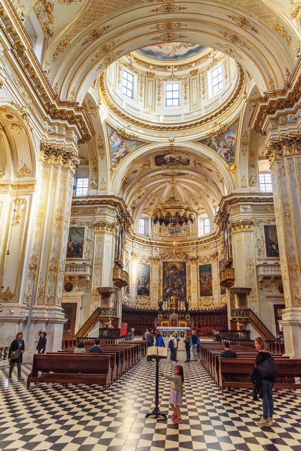 贝加莫大教堂或中央寺院二贝加莫,Cattedrale di桑特'亚历山德罗内部在上部镇Citta贝加莫亚尔他  E 免版税图库摄影