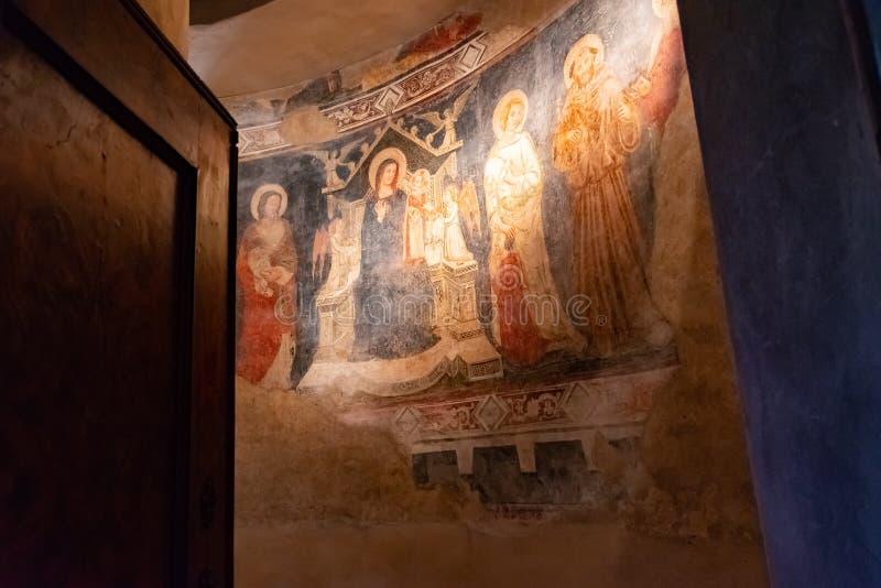 贝加莫,伦巴第,意大利- 2019年1月25日:主要圣母大殿圣玛丽的内部  大教堂是罗马式 库存照片