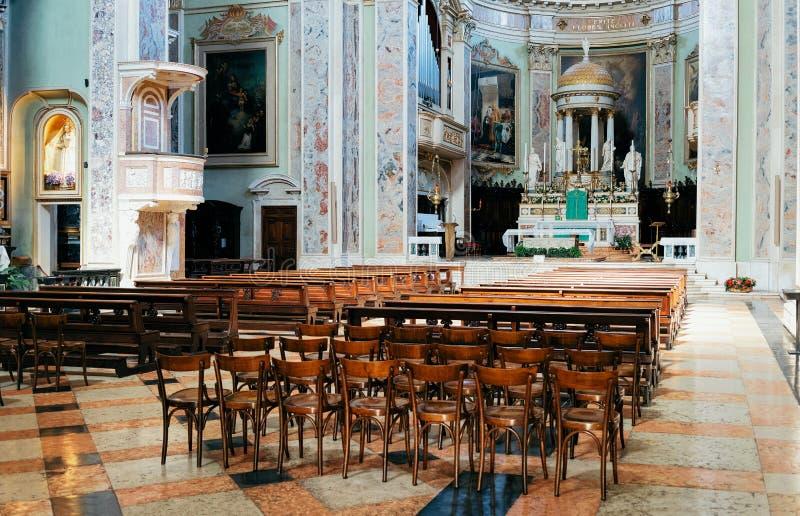 贝加莫,意大利- 2016年8月22日:贝加莫大教堂内部在Citta贝加莫亚尔他在伦巴第在意大利 这个老镇是 库存照片
