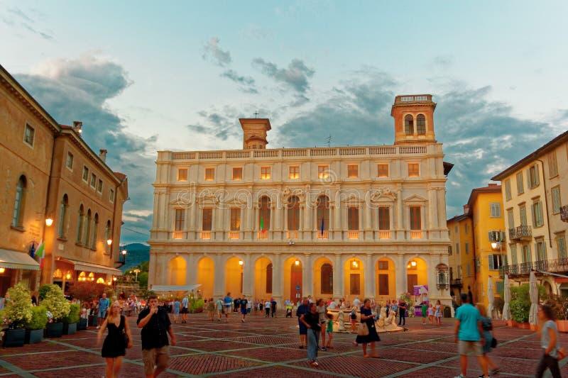 贝加莫,意大利2018年8月18日:Nuovo宫殿在大教堂广场 免版税图库摄影