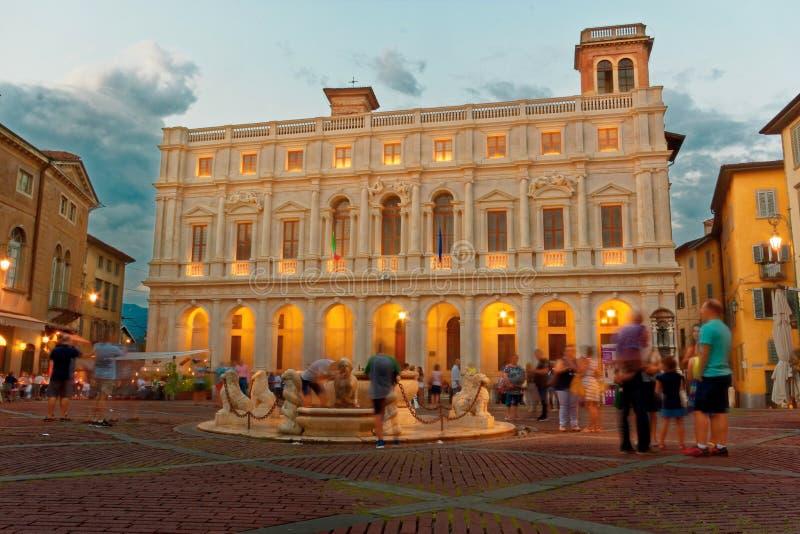 贝加莫,意大利2018年8月18日:Nuovo宫殿在大教堂广场 库存照片
