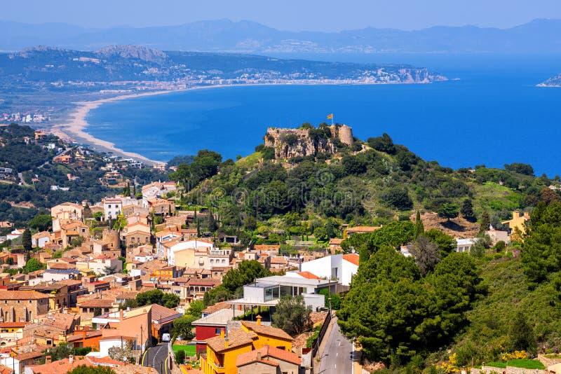 贝古尔、奥尔德敦和城堡在地中海布拉瓦海岸,西班牙 免版税库存图片