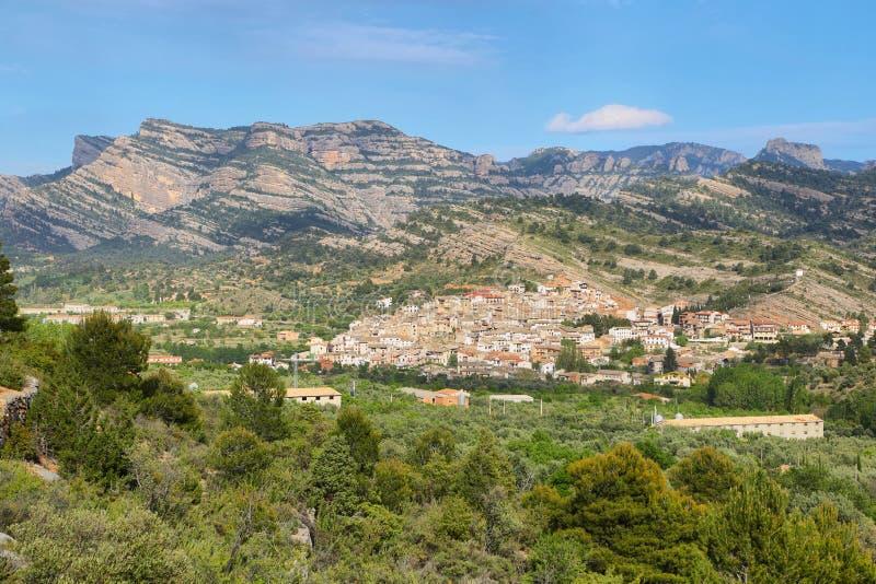贝塞特村庄地平线在特鲁埃尔省西班牙 库存图片