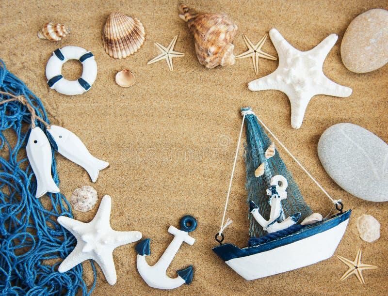 贝壳和海装饰与绳索 库存照片