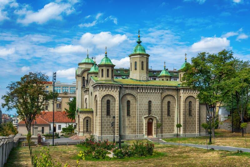 贝尔格莱德,塞尔维亚07/09/2017 :上生的教会, Belgraderom在寺庙圣徒Sava的观点 免版税库存照片
