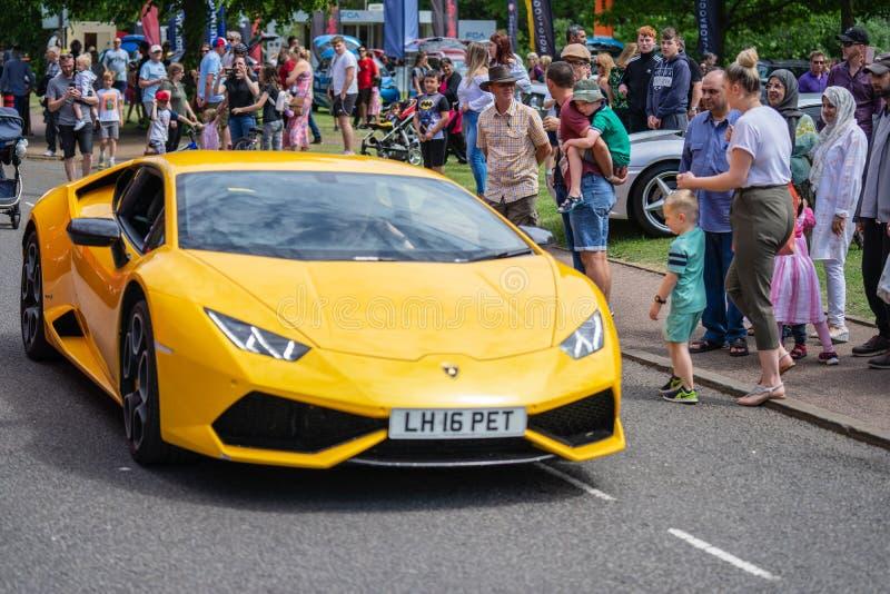 贝得福得,贝德福德郡,英国 2019年6月2日 黄色lamborghini的片段 库存图片