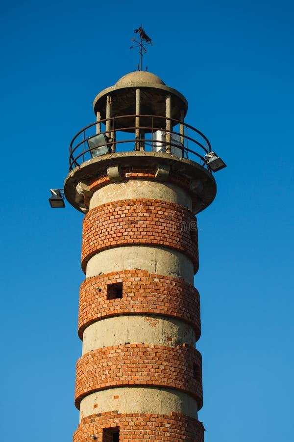 贝拉母灯塔顶层有砖的在塔附近敲响在里斯本葡萄牙 图库摄影