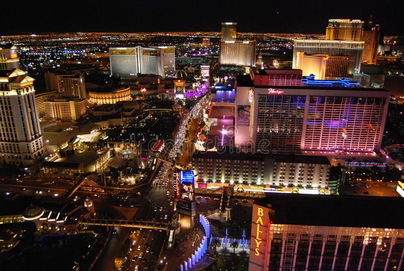贝拉焦旅馆和赌博娱乐场、小条、贝拉焦、Westgate拉斯维加斯手段&赌博娱乐场,城市,市区,都市风景,夜 库存照片