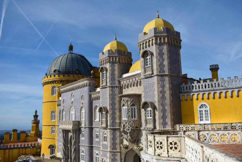 贝纳宫殿,辛特拉在一个晴天 图库摄影
