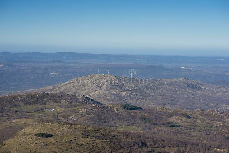 贝贾尔山脉的风车 免版税库存照片