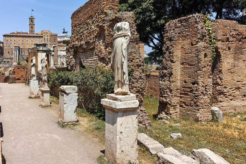 贞洁的议院罗马广场的在市罗马 库存照片