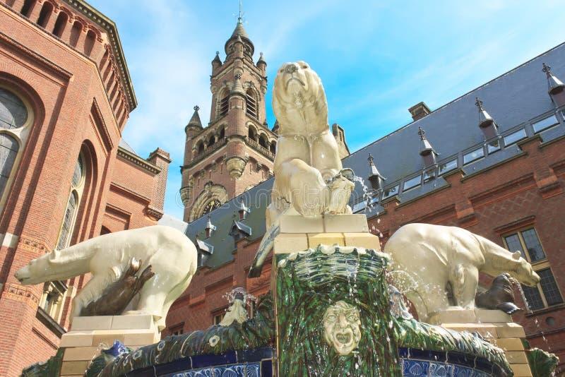 负担丹麦极性喷泉的礼品 库存照片