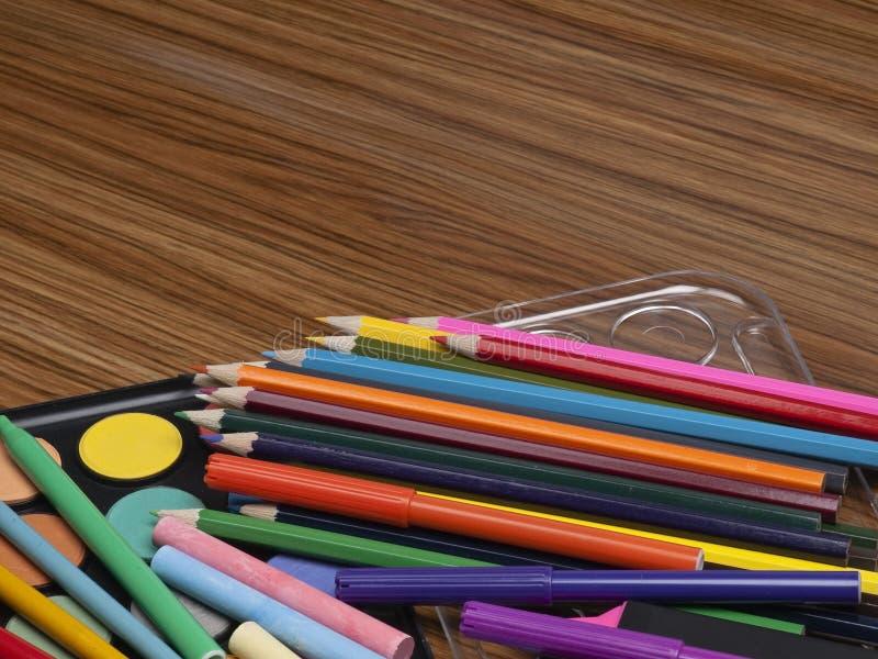 Download 财产画 库存图片. 图片 包括有 黄色, 铅笔, 投反对票, fangled, 颜色, 白垩, 蓝色, 业余爱好 - 15692539