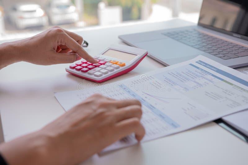 财务经理分配,概念事务和金融投资 免版税图库摄影
