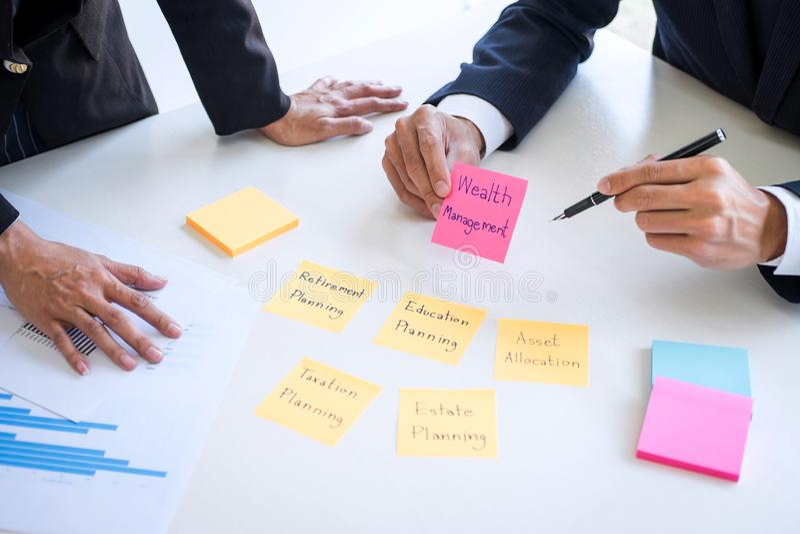 财富管理和财政分析企业会计概念、对估价数据投资基金的队和演算 免版税库存图片