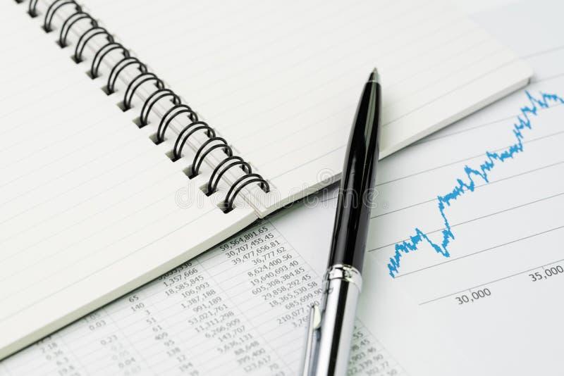 财政业绩报告,市场价清单,股票,债券或 库存图片