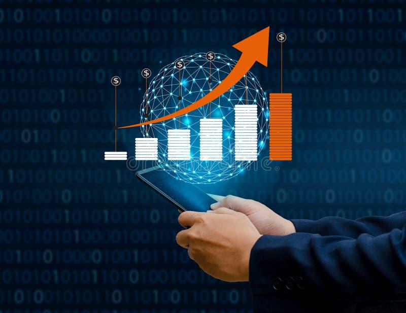 财政成长全球性通信二进制巧妙的电话图表和世界互联网买卖人按电话对communica 免版税库存图片