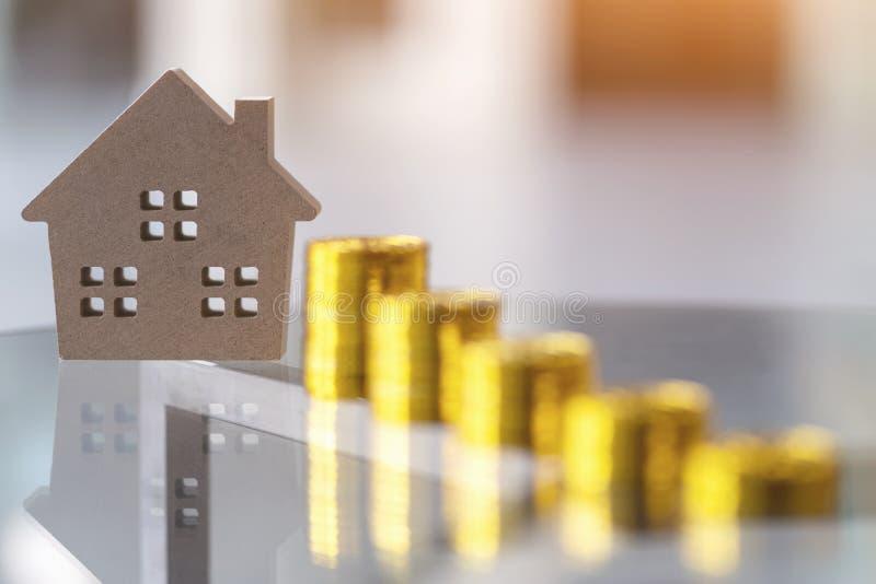 财政物产的投资 购买新的家和不动产的,住宅的家庭,贷款概念攒钱 库存图片